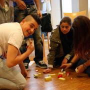 TeilnehmerInnen beim Bau eines Stärke-Turms